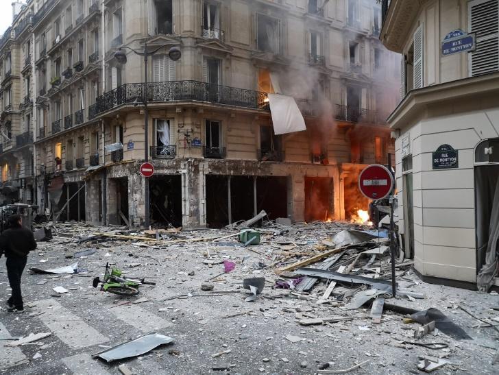 В центре Парижа прогремел мощный взрыв / фото twitter.com/croissandeau