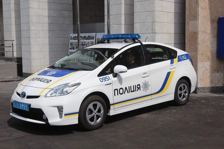 За рулем фейкового патрульного автомобиля находился 24-летний парень в форме полицейского / facebook.com/pg/UA.KyivPolice