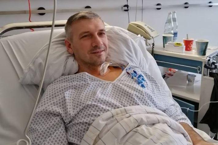Активист Олег Михайлик обнародовал свое фото после операции / Facebook - Олег Михайлик