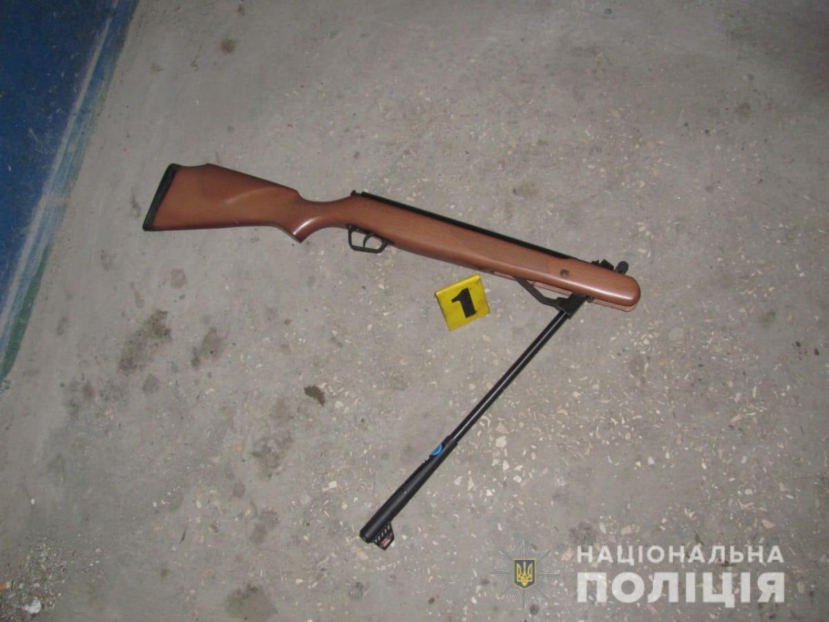 Порушник здійснив один постріл у співробітників патрульної поліції / фото прес-служба поліції області