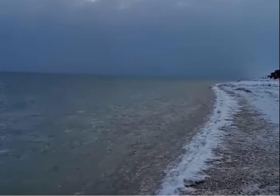 Волны на Азовскомморе уже едва колышутся / скриншот