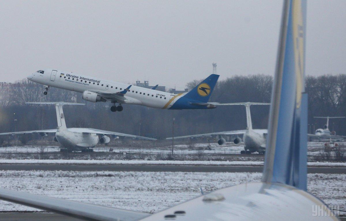 Авиакомпания МАУ подготовила новогодние скидки / фото УНИАН