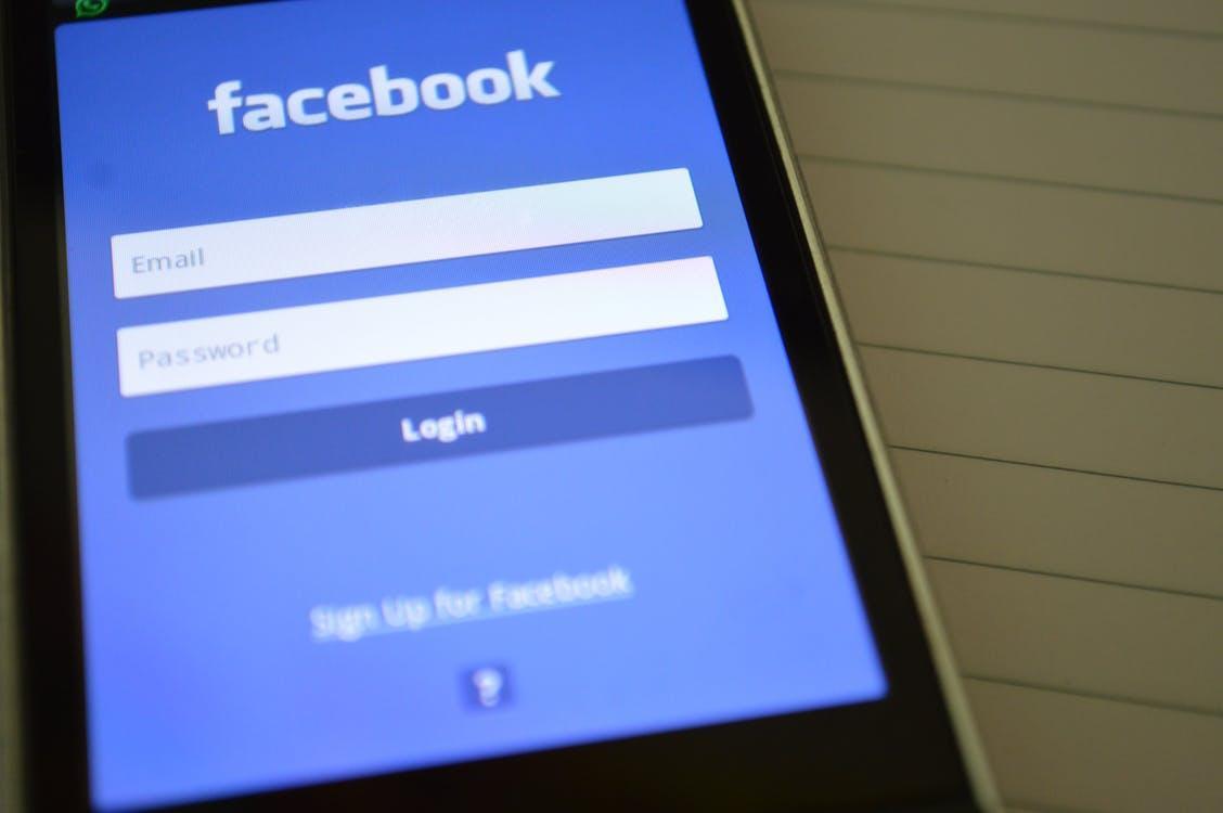 Facebook ввів нові правила для адмінів популярних сторінок, і це дало цікаві результати / pexels.com
