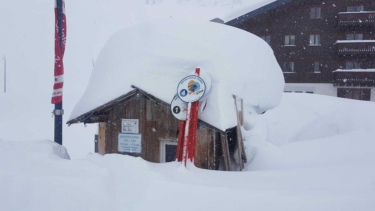 Європа потерпає від сильних снігопадів / twitter.com/severeweatherEU Christian Hunkeler