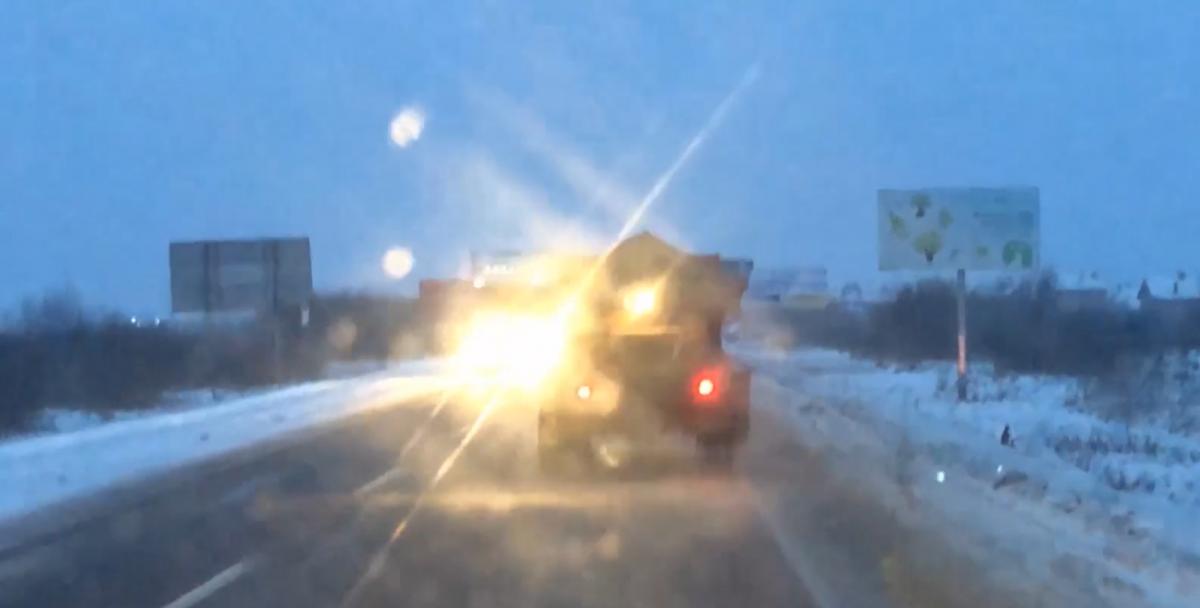 Во Львовской области дороги превратились в каток / скриншот ТСН