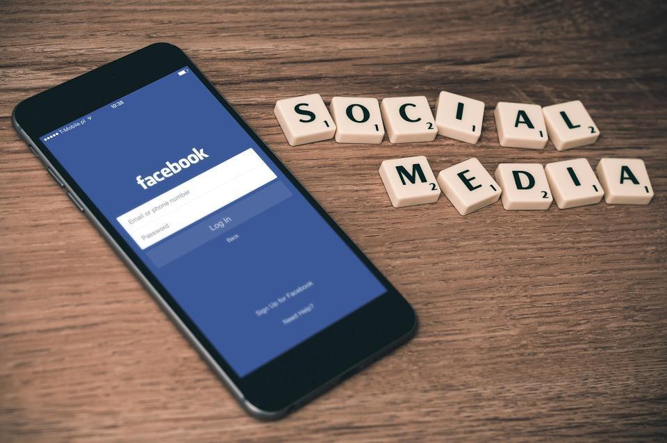 Facebook також змінить правила, що стосуються політичної реклами / фото pixabay