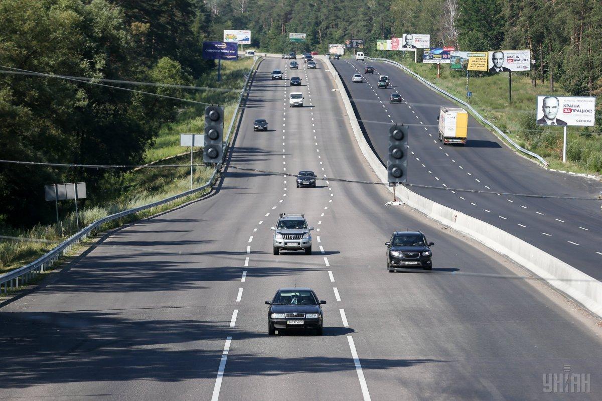 Водіїв просять утриматися від поїздок через цю ділянку дороги/ фото УНІАН