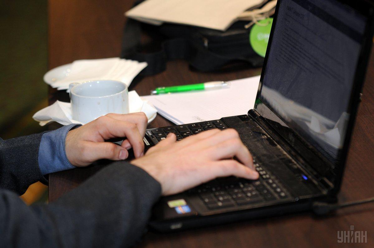 Пандемія спровокувала зростання попиту на електронну комерцію/ фото УНІАН Володимир Гонтар