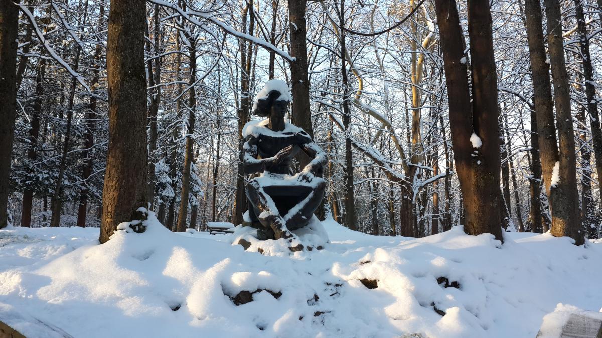 Есть в парке Трускавца несколько скульптурных композиций / Фото Марина Григоренко