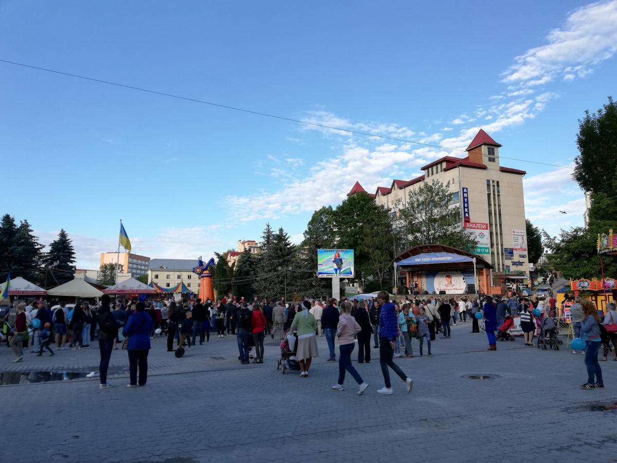 На главной площади Трускавца всегда людно / Фото Марина Григоренко