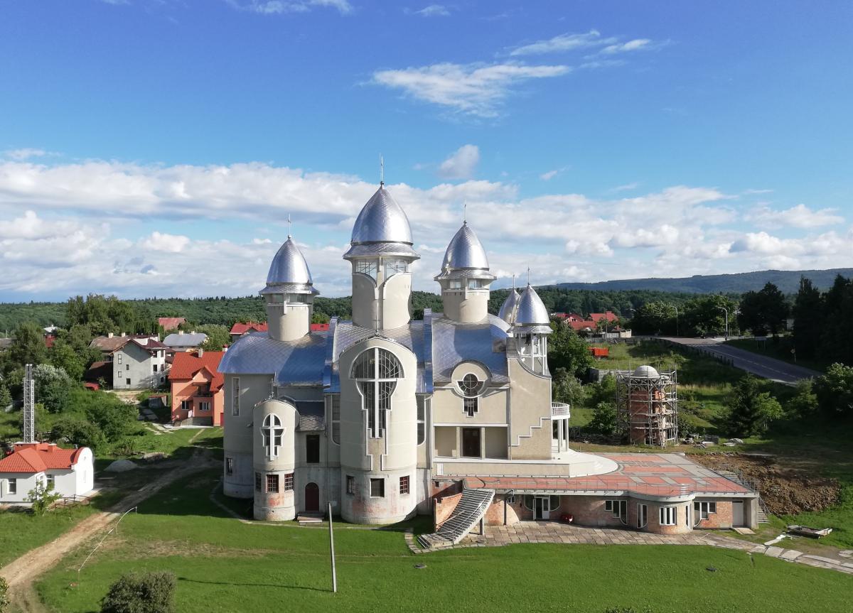 Необычная Церковь Святого пророка Ильи в Трускавце / Фото Марина Григоренко
