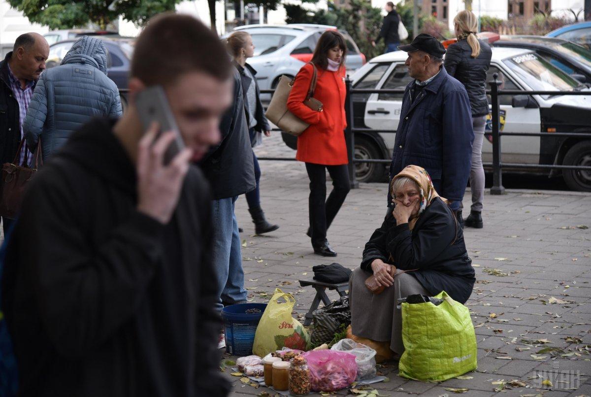 Основной причиной является отток трудоспособного населения за границу / фото УНИАН
