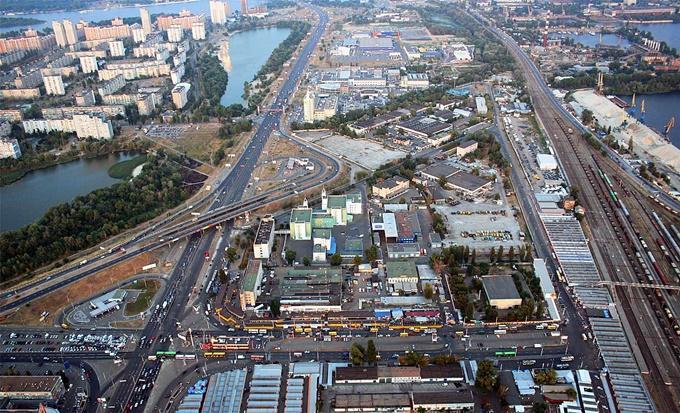 """Книжный рынок """"Петровка"""" хотят снести / фото kievphotosite.com"""