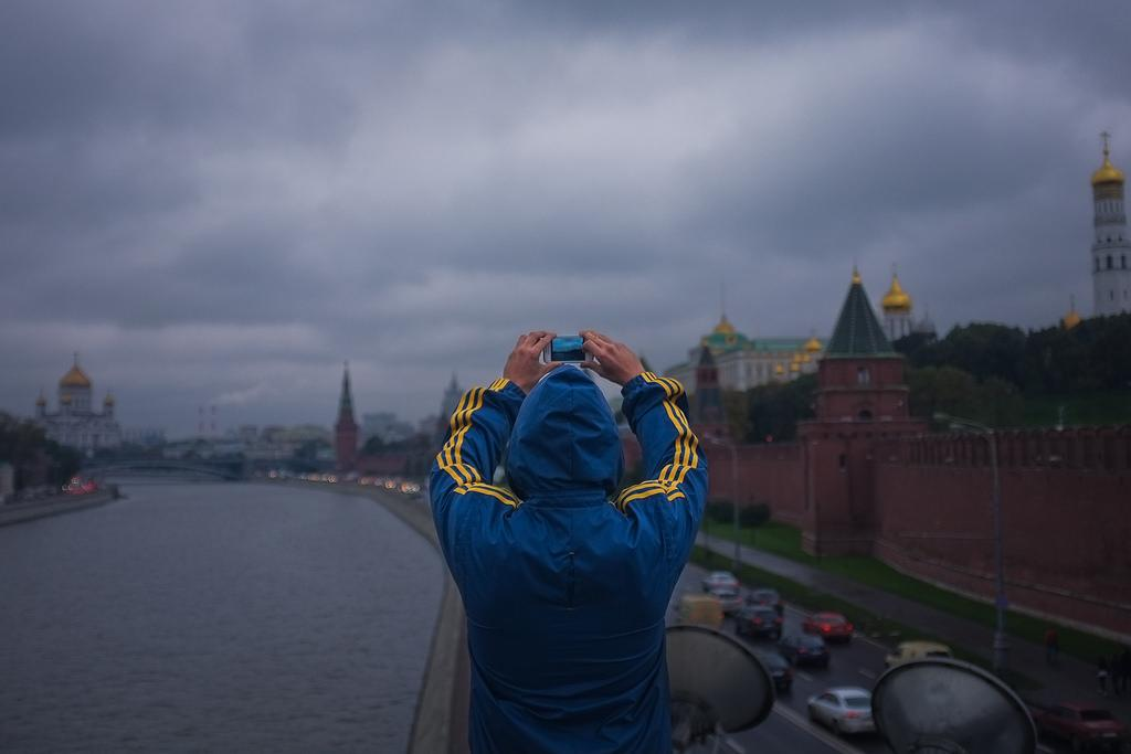 За весь период наблюдений (с 2008 по 2019) украинцы лучше относились к России, чем россияне к Украине / фото Flickr