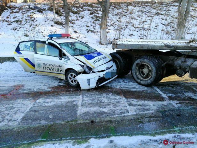 В результате ДТП пострадали двое полицейских / фото Odecca.Online