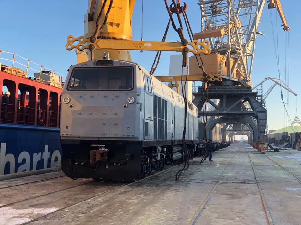 Докеры начали выгрузку локомотивов из США / фото facebook.com/Odessarailway