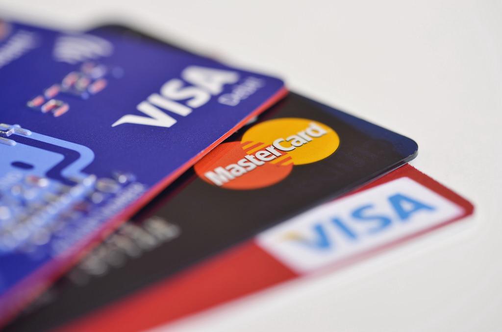 Крымчане обходят санкции и получают карты Visa и Masterсard / фото flickr.com