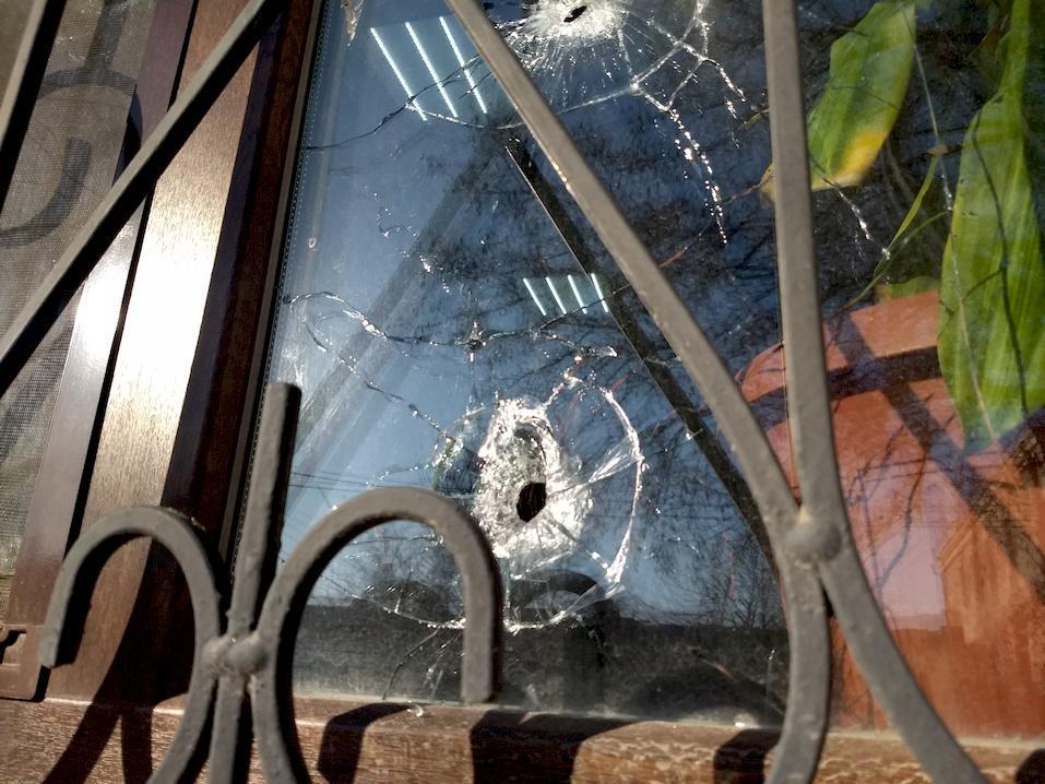 На прес-конференції у Херсоні сталася стрілянина із застосуванням сльозогінного газу / фото khersondaily.com
