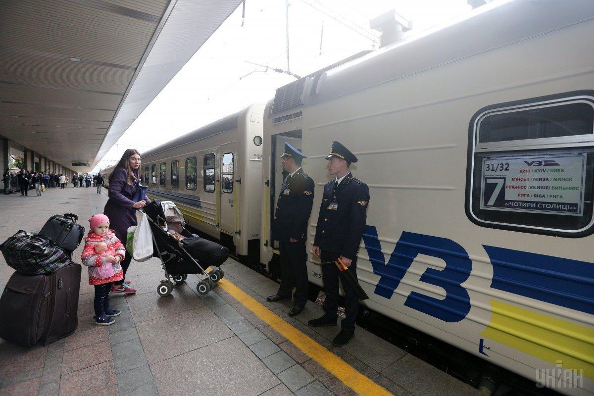 Пассажиры будут допускаться в поездаисключительно в защитных масках / фото УНИАН