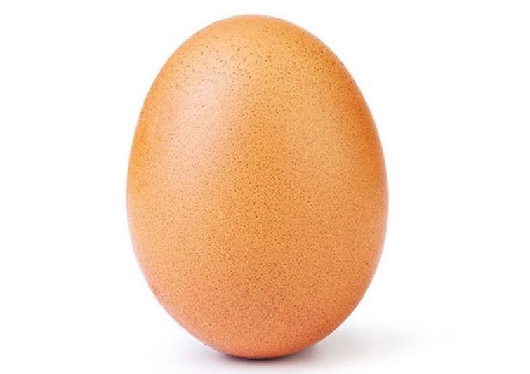 Настранице яйца-рекордсмена в Инстаграм возникла очередное фото