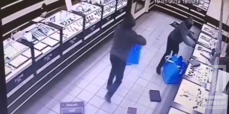 Дерзкое ограбление ювелирного магазина в Кривом Роге попало на видео / tv.kr.ua