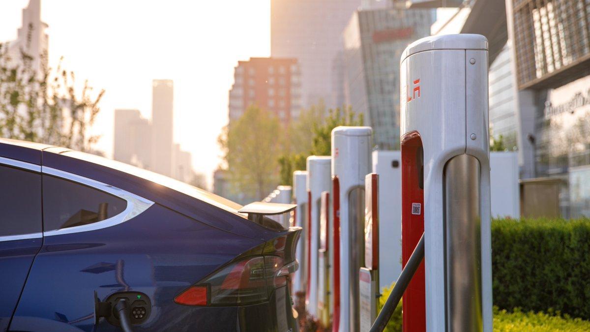 Tesla повысила стоимость зарядки на фирменных станцияхSupercharger / фото twitter/tesla