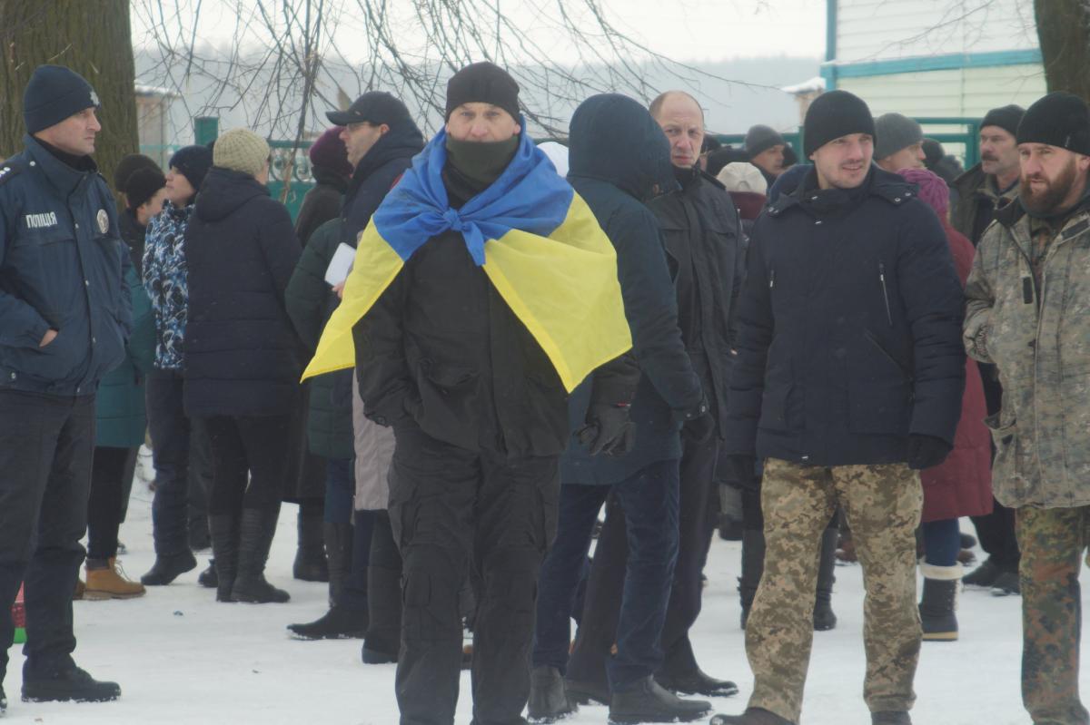 Активісти не допустили проведення служби в храмі села священиками московської церкви / фото facebook.com/evgeniy.kupnevsch