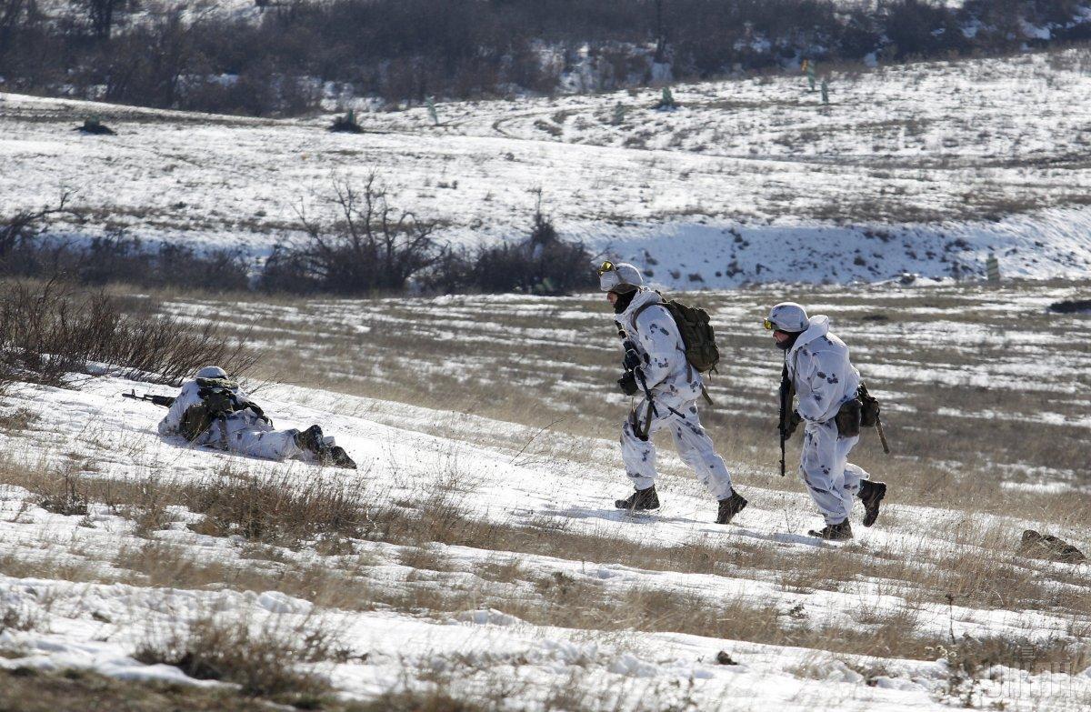 Українські захисники продовжують контролювати противника на лінії зіткнення / фото УНИАН