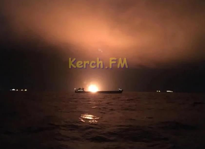 21 січня два судна під прапором Танзаніїзагорілися в районі Керченської протоки \ фото Керчь.ФМ