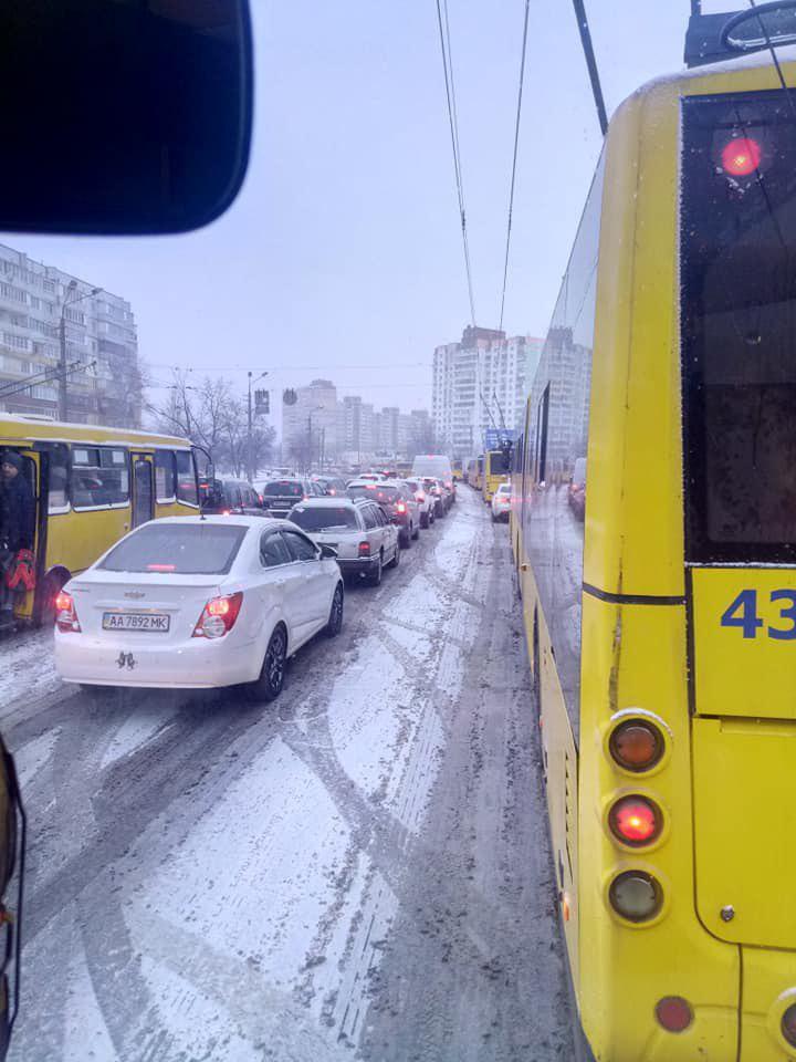 Общественный транспорт в столице ходит без соблюдения графика / Facebook Юлия Песоцкая