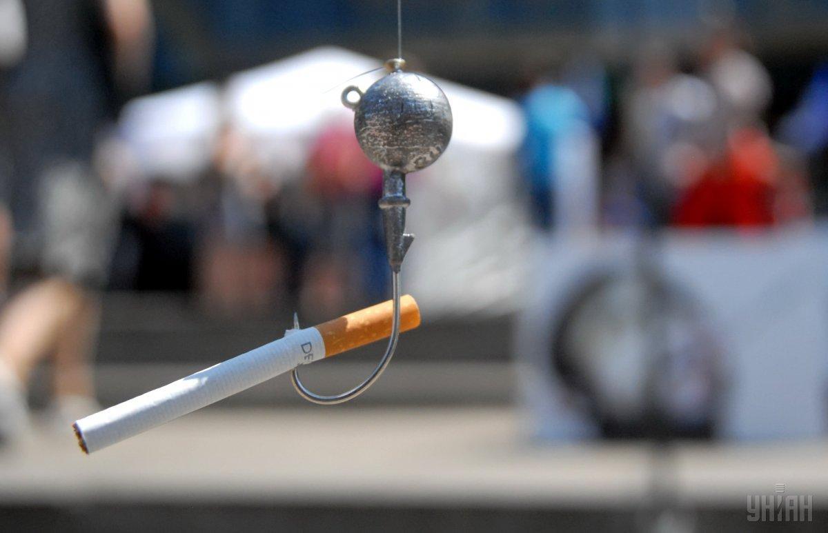 Даже одна сигарета в день во время беременности удваивает риск внезапной непредвиденной детской смерти / фото УНИАН
