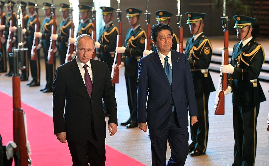 Путин с помощью размытых обещаний по Курильским островамсдерживает Японию от введения санкций / kremlin.ru