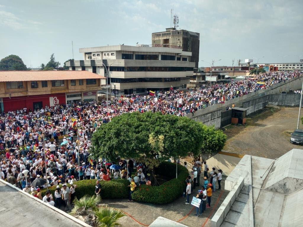 23 января в Венесуэле начались массовые протесты против президента Николаса Мадуро \ twitter.com/jguaido