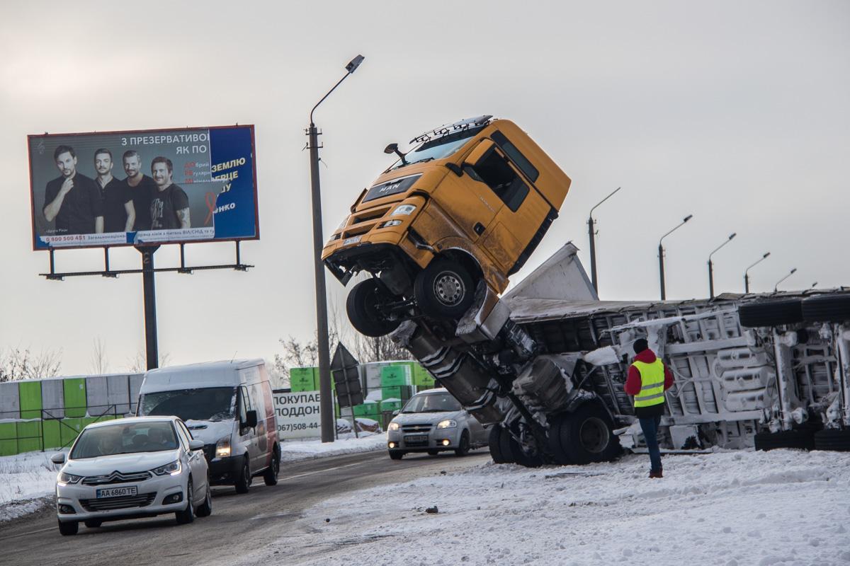 Грузовик ехал из Сум в Одессу / фото Сергей Марченко, Информатор