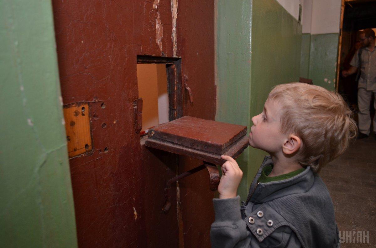 Батьків, що не платять, аліменти будуть примусово влаштовувати на роботу або саджати в тюрму / фото УНІАН