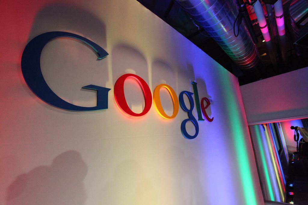 Володин считает, что Facebook и Google проводит политику в интересах США / фото Robert Scoble Flickr
