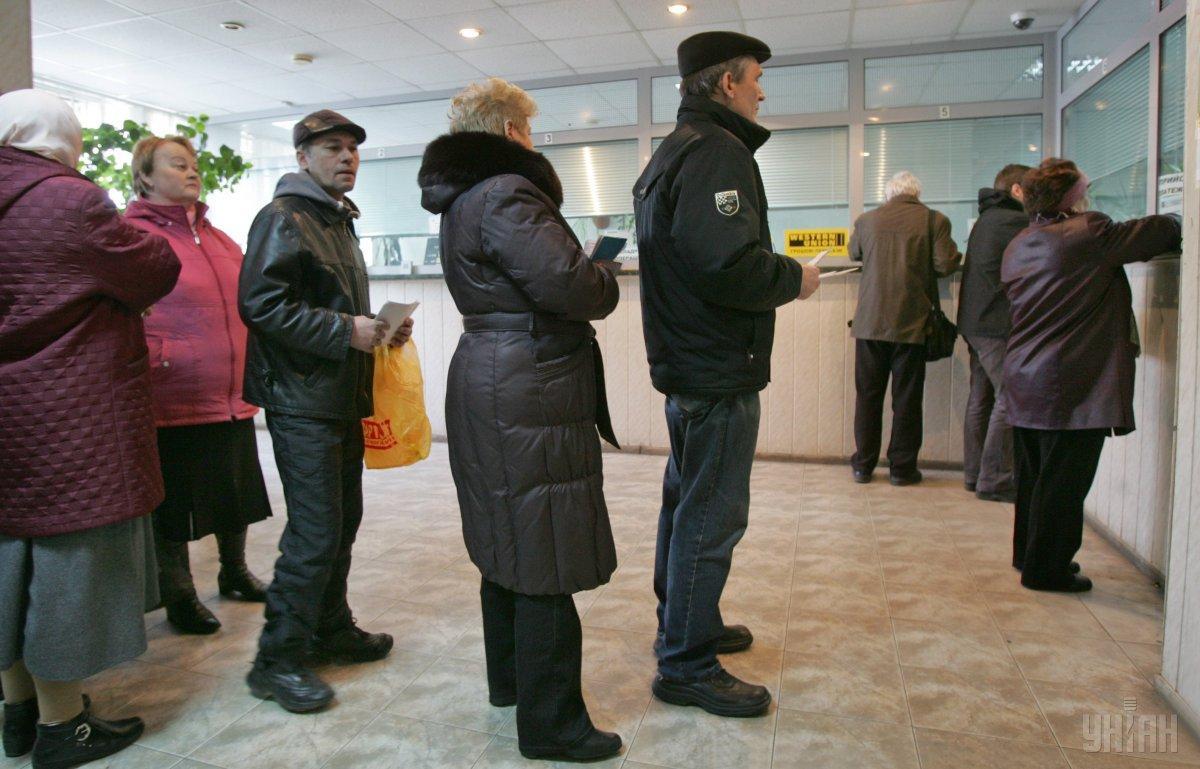 """Первыми """"живые"""" деньгиполучат украинцы, которые получают пенсию 4 марта / фото УНИАН"""