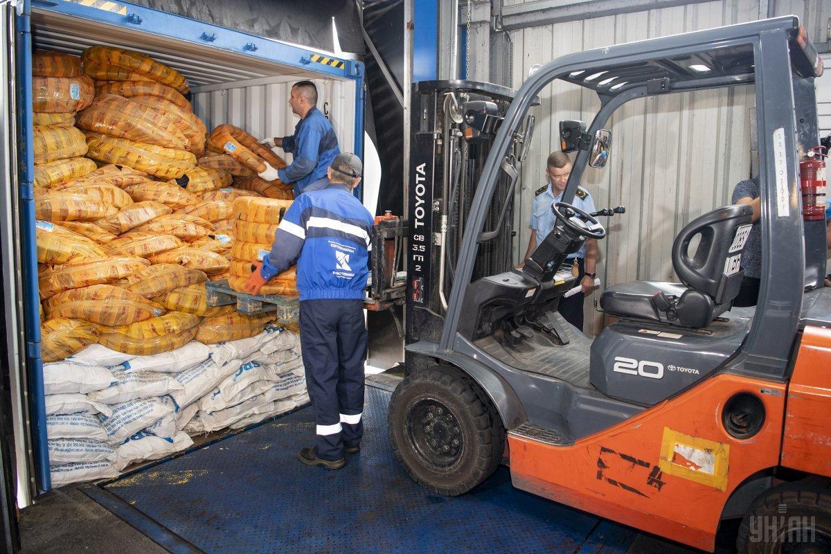 Бизнес сообщил о задержках таможен в оформлении подавляющего большинства грузов / фото УНИАН