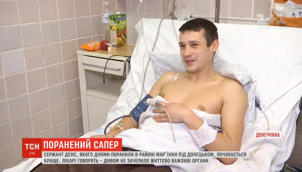 Сапер ГСЧС Артем Меленчук рассказал об обстрелебоевиков, в результате которого он получил ранения / скриншот видео ТСН