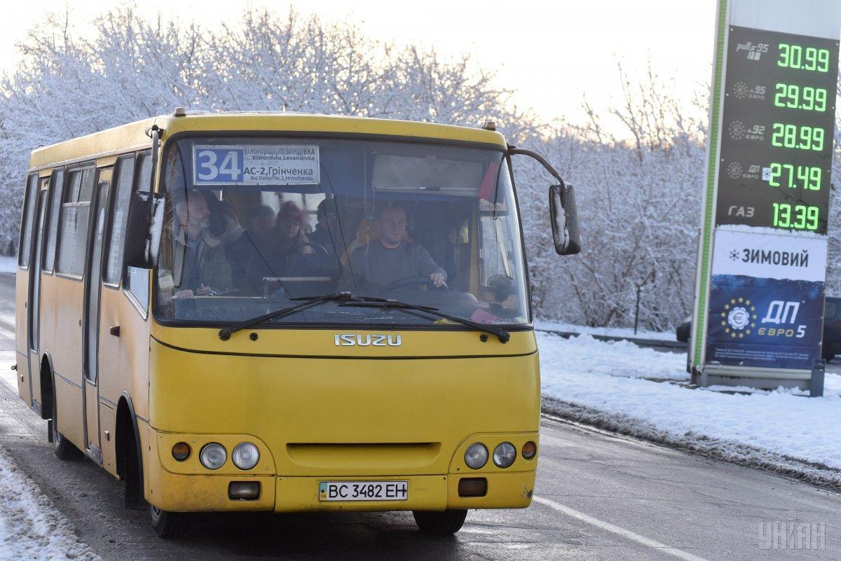 Большинство подвижного состава городов Украины - это cтарые автобусы низкой вместимости / фото УНИАН