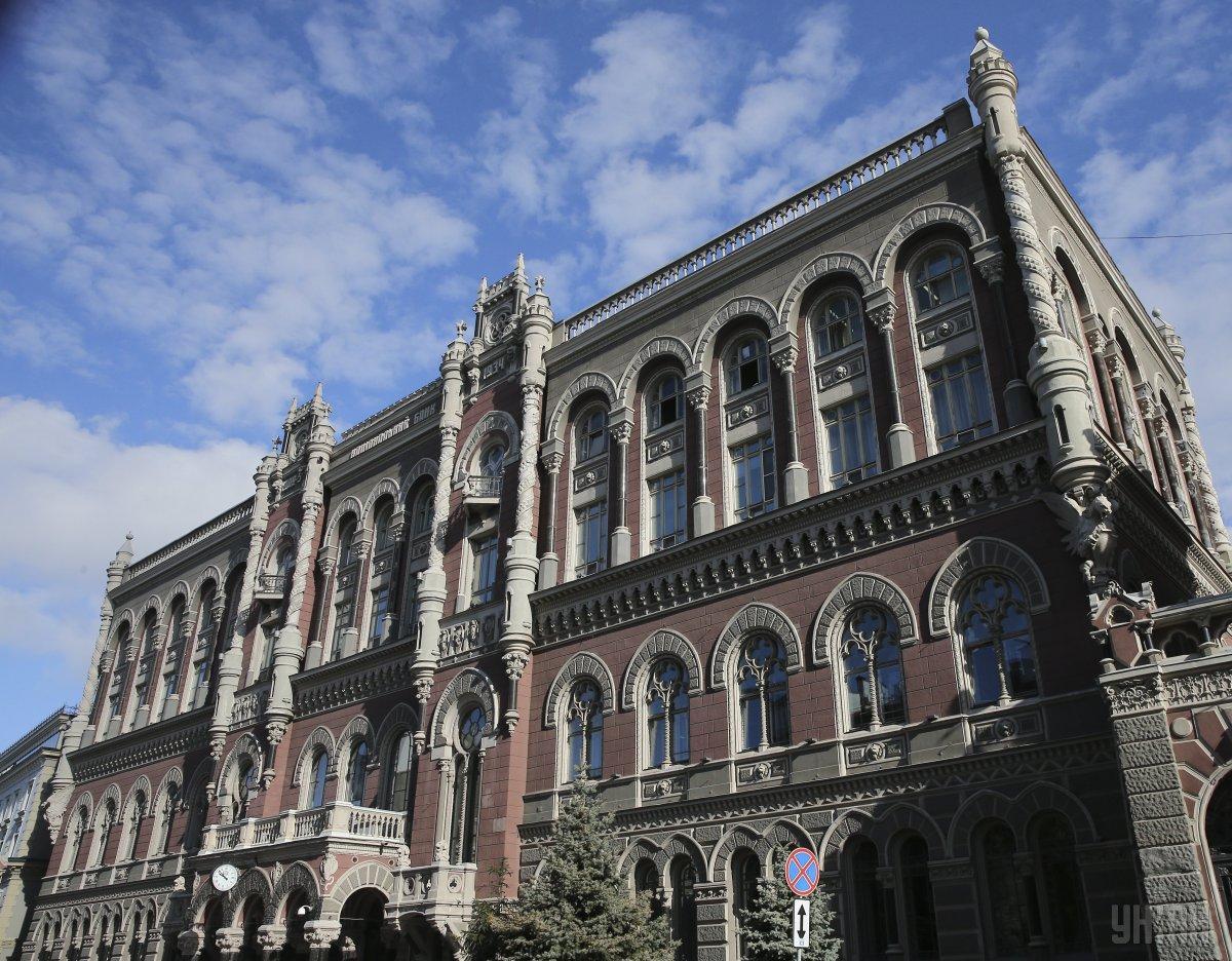 Нацбанк продолжает запасаться валютой на межбанке / фото УНИАН