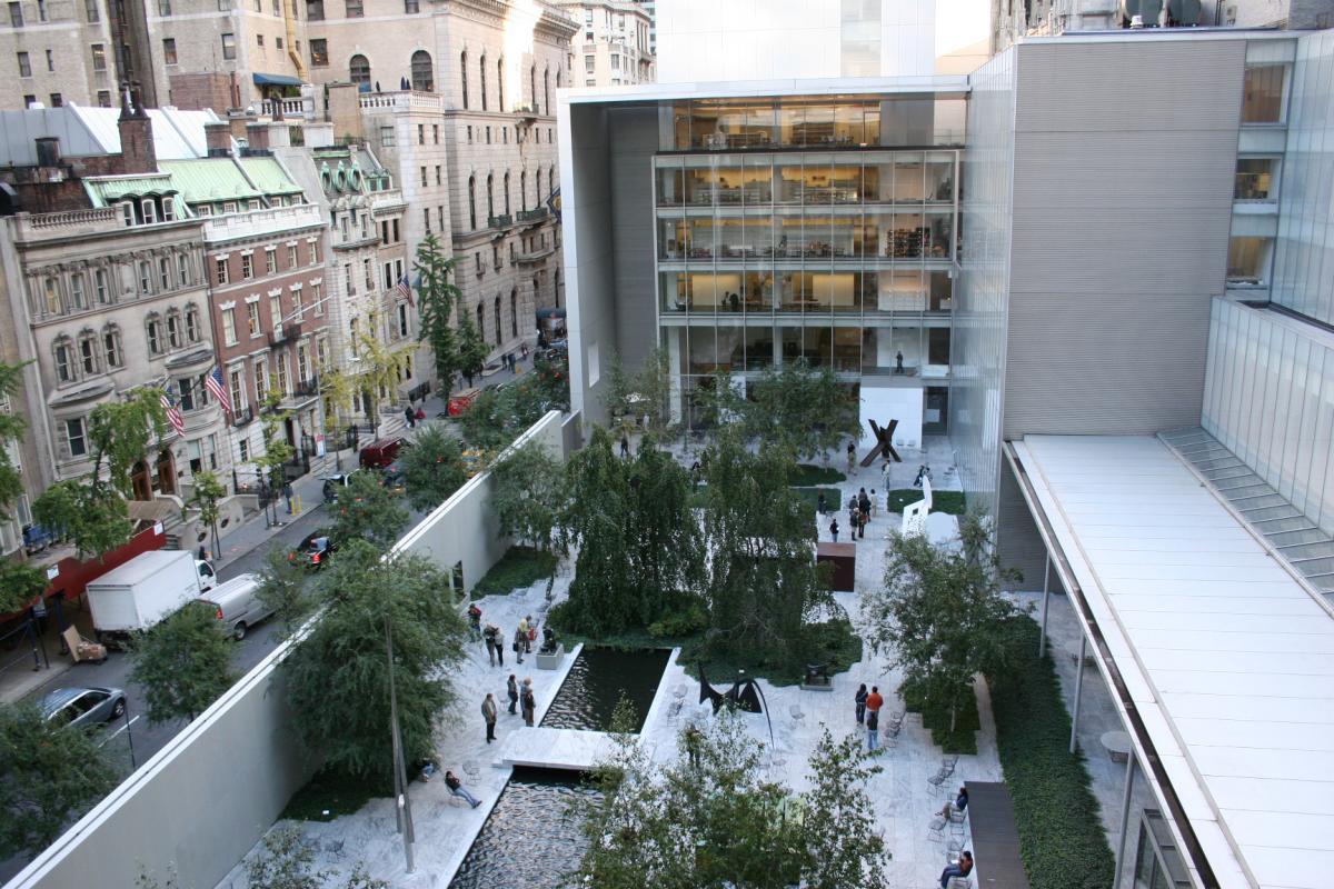 Вид с фасада MoMA, Нью-Йорк / Фото google.com