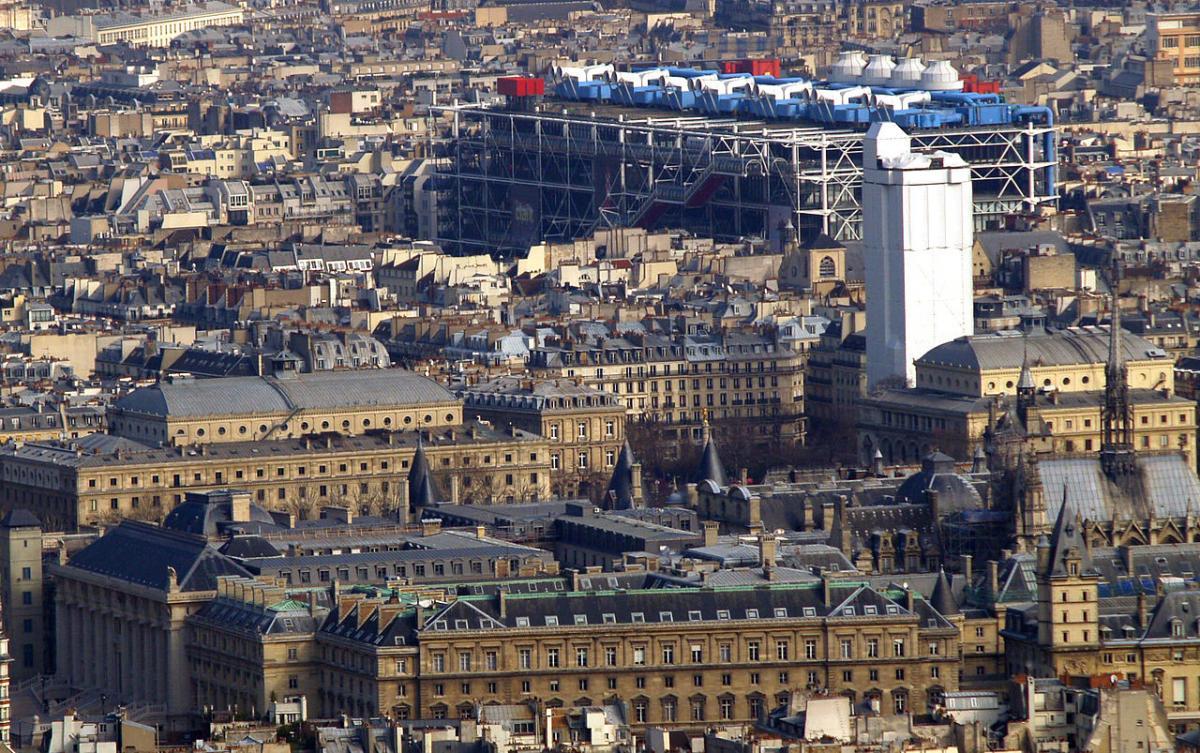 Здание музея выбивается из общего архитектурного ансамбля старого Парижа / Фото google.com