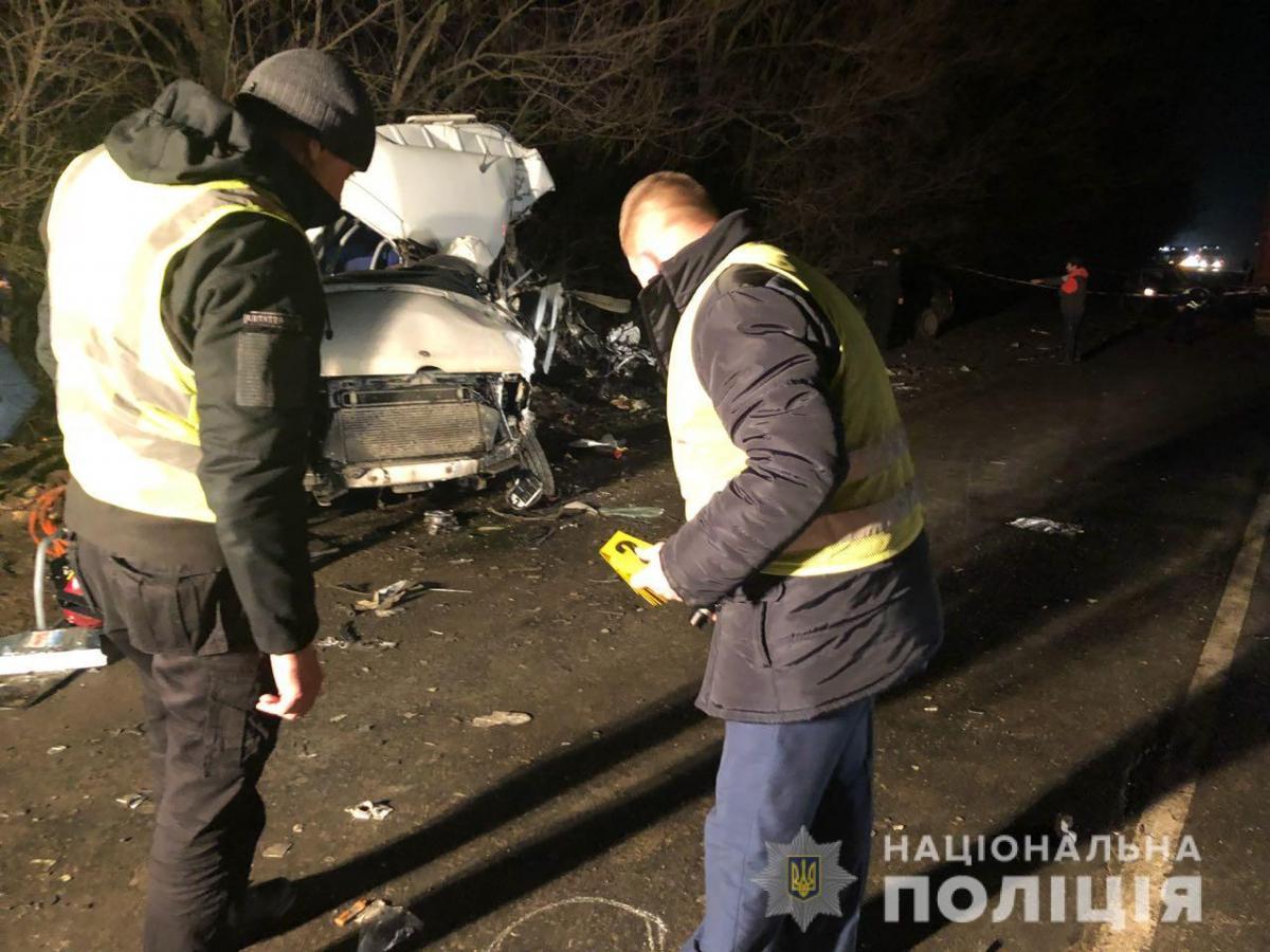 Значні механічні пошкодження отримали маршрутка і легковий автомобіль / фото od.npu.gov.ua