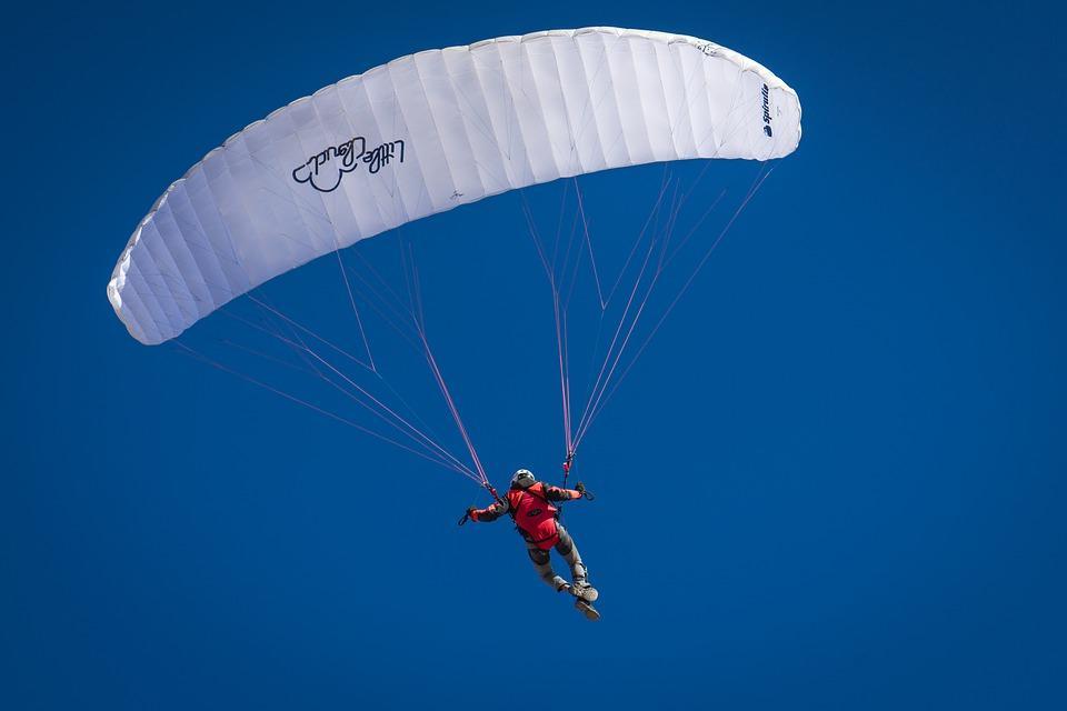 Сертификат на прыжок с парашютом - подарок для настоящего мужчины / Pixabay