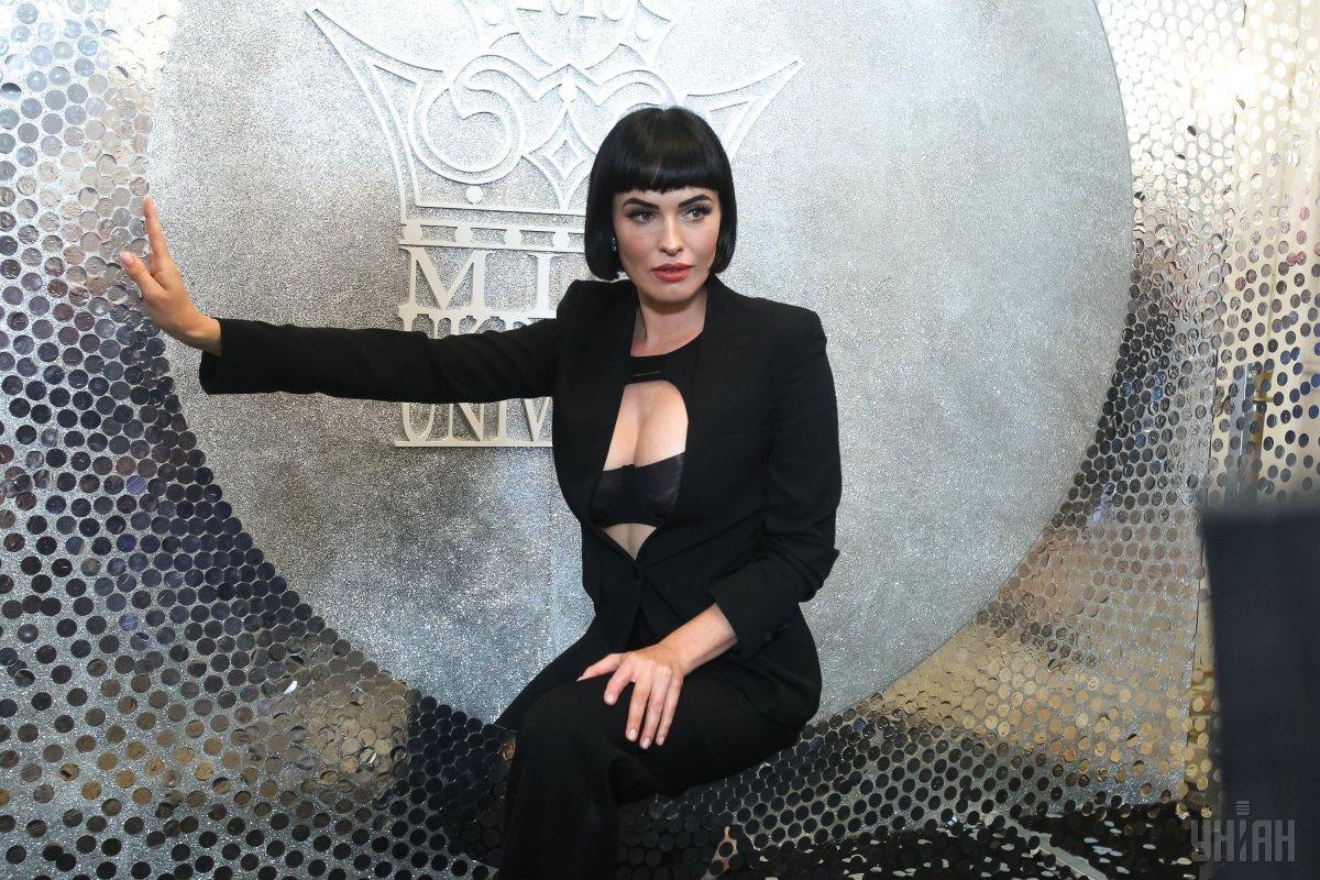 Даша Астаф'єва здивувала шанувальників дивною позою / фото УНІАН