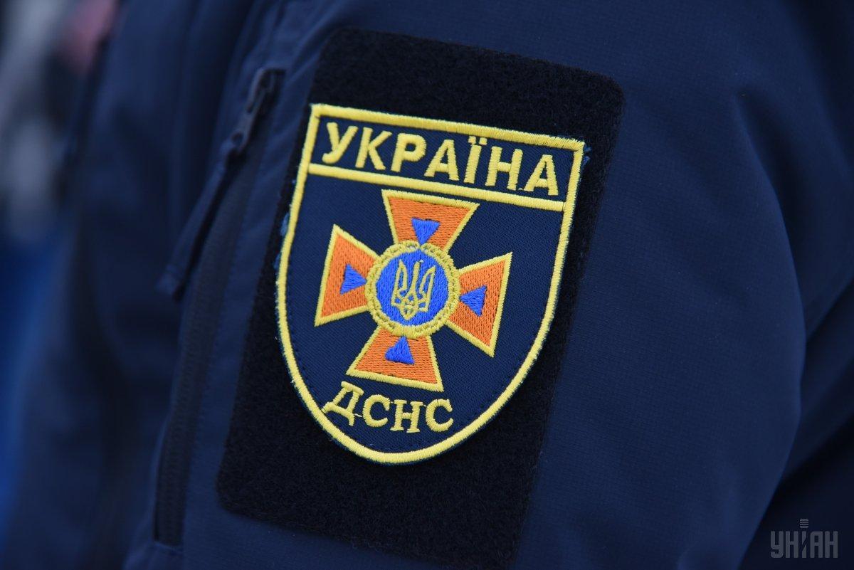 Киевские спасатели помогли мужчине, который застрял в болоте/ фото УНИАН
