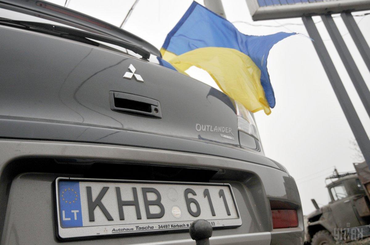 «Евробляхерам» предлагают вывезти авто за пределы Украины / фото УНИАН