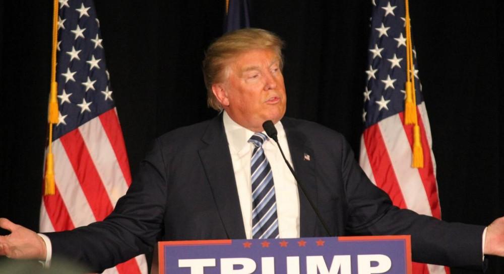 Трамп отказался от введения чрезвычайного положения в США