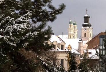 В Україні сьогодні без опадів, на заході температура до +12° (карта)